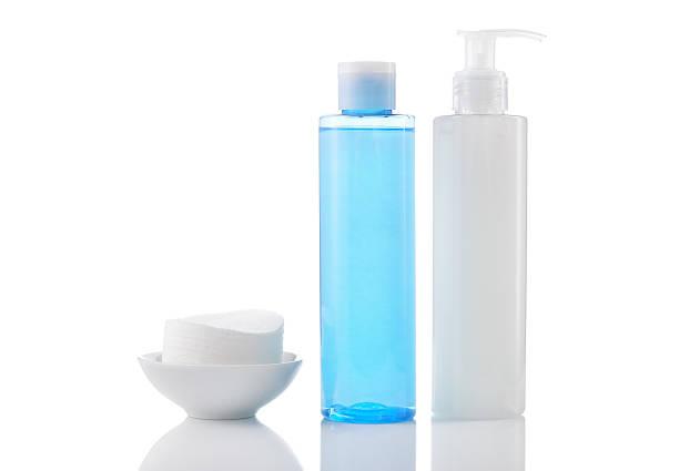 gel nettoyant pour le visage purifiant, tonifiant et en nettoyant protections isoler - démaquillant photos et images de collection