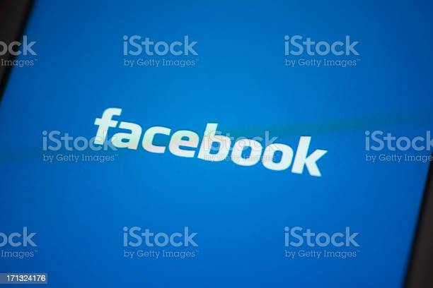 Facebook app on apple iphone 4s screen picture id171324176?b=1&k=6&m=171324176&s=612x612&h=pxivnihmuzmxqyy7l gqcegqnonjh7dpbpojj3mafks=