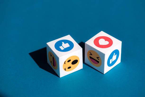 Facebook Emoticons auf einem Würfel gedruckt – Foto