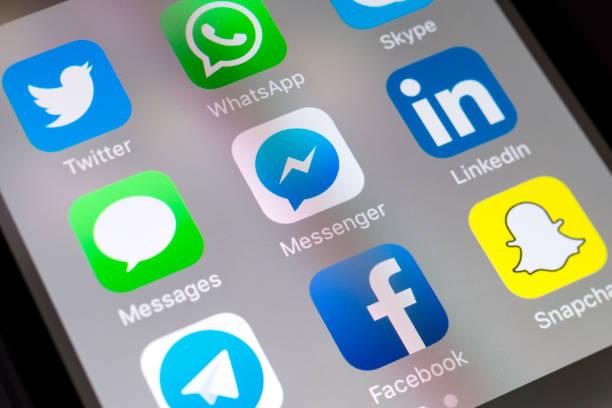 facebook 信使、 消息、 linkedin 和其他社交媒體應用程式在手機上 - twitter 個照片及圖片檔