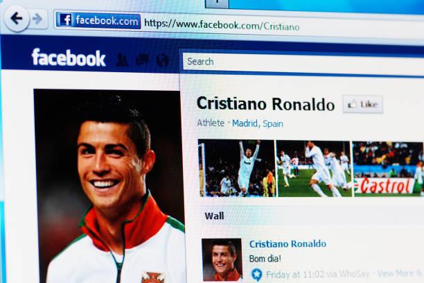 página do facebook de cristiano ronaldo em rgb monitor de computador portátil - ronaldo imagens e fotografias de stock
