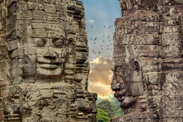 bayon tapınağı angkor thom, siemreap, kamboçya'yüzleri. - tapınak stok fotoğraflar ve resimler