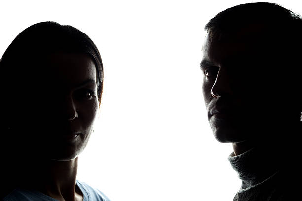 gesichter frauen und männer gegenüber, bruder und schwester - gegenlicht stock-fotos und bilder