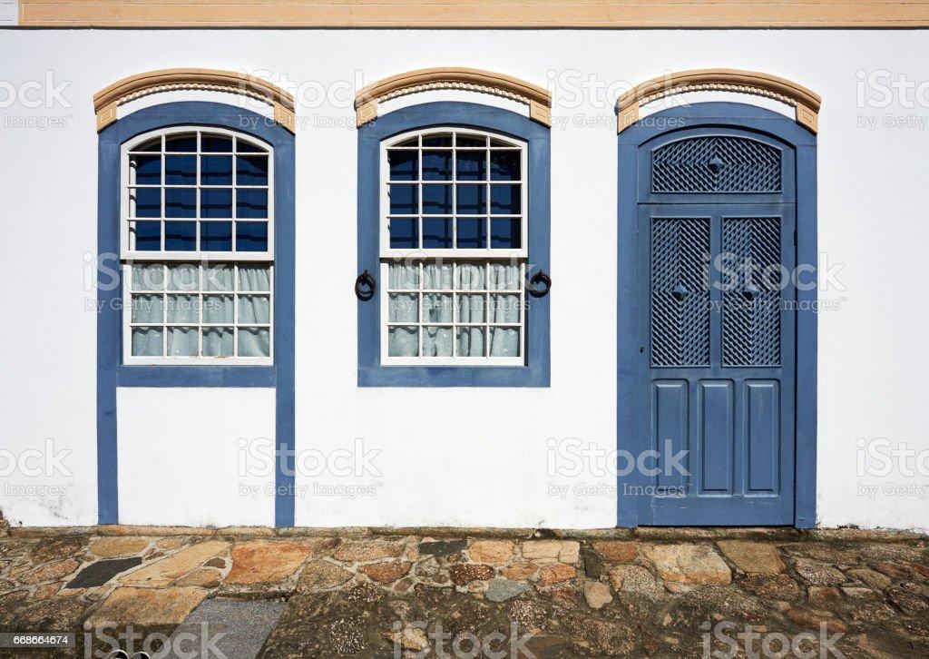 Fachada De Casa Colonial Porta E Janela Azul Escuro Stock Fotografie