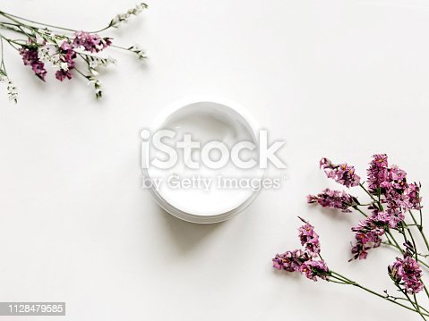 istock Facial cream Top view photo 1128479585