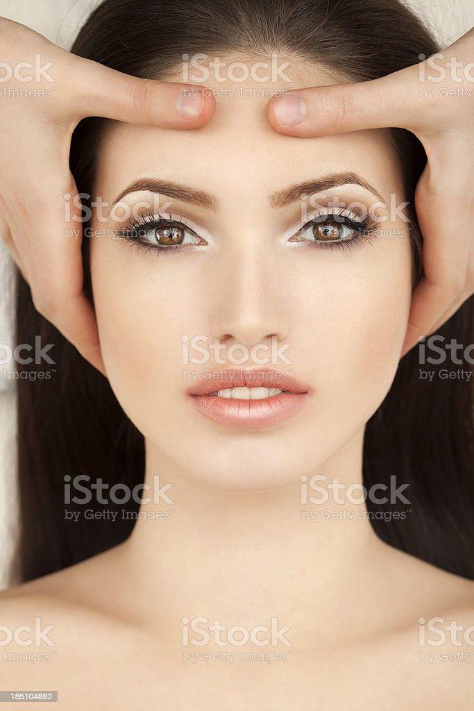 Gesichtsmassage hübsche Mädchen – Foto