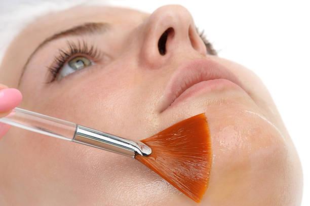 Soin du visage masque peeling appliquer - Photo