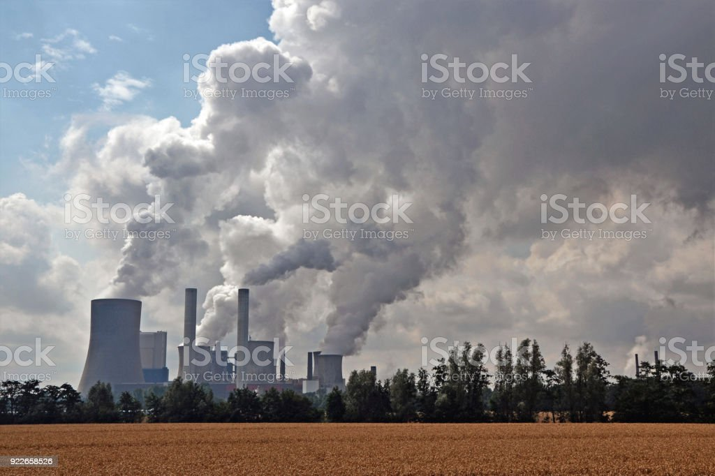 Factory chimneys emitting air pollutions – zdjęcie