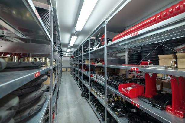 공장 창 고 예비 부품입니다. 저장 및 구성 요소 배포 - 예비 부품 뉴스 사진 이미지
