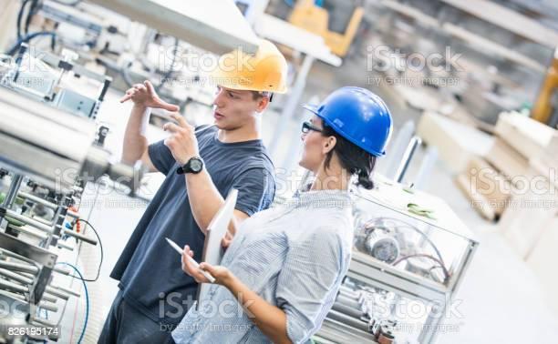Fabrikarbeiter Stockfoto und mehr Bilder von Anleitung - Konzepte