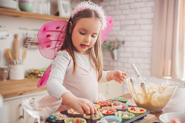fairy-kuchen - prinzessinnen torte stock-fotos und bilder