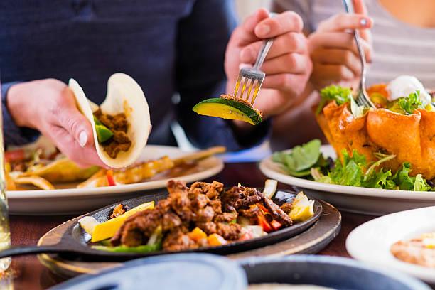 fajita la cena - comida mexicana fotografías e imágenes de stock