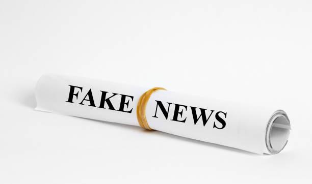 gefälschte Nachrichten Schlagzeile in der Zeitung – Foto
