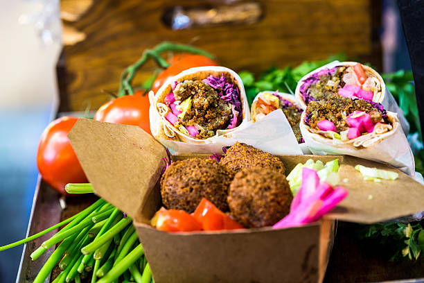 falafel wraps and vegetarian food at borough market, london, uk - végétalien photos et images de collection