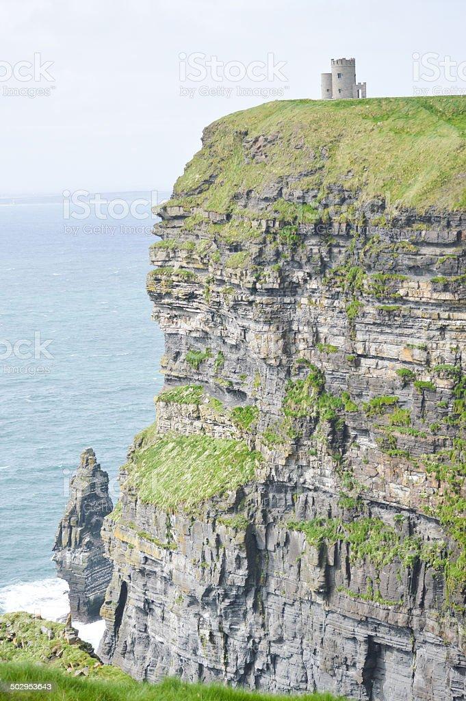 Falaises de Moher et la tour O'Brien (O'Brien tower) stock photo