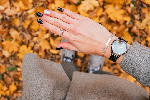 istock Fall black manicure 1058719082