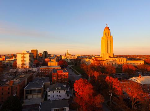 istock Fall Color Orange Tree Leaves Nebraska State Capital Lincoln 915553128