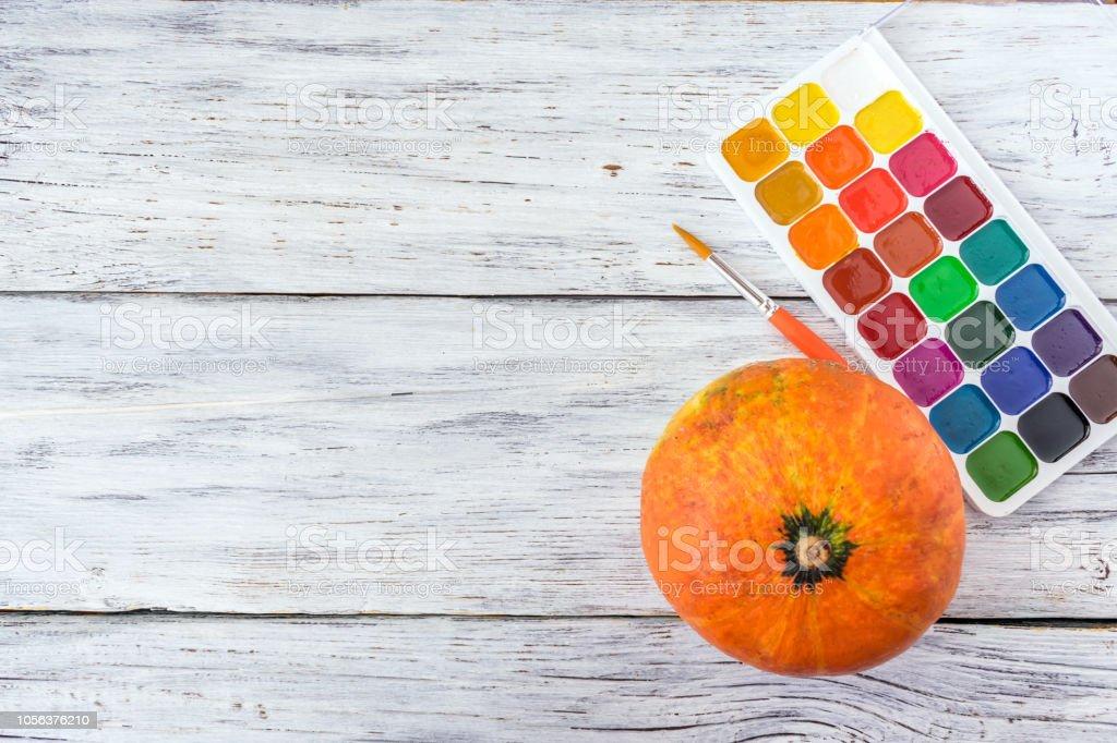 Halloween Basteln Holz.Herbst Halloween Basteln Eine Orange Dekorative Kürbis Und Helle