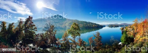 Hösten Lake-foton och fler bilder på Berg