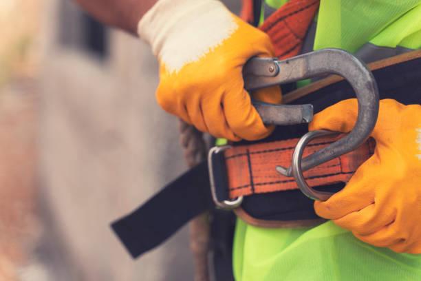 sistemas de protección contra caídas; cinturón de seguridad de tipo arnés completo - seguridad fotografías e imágenes de stock