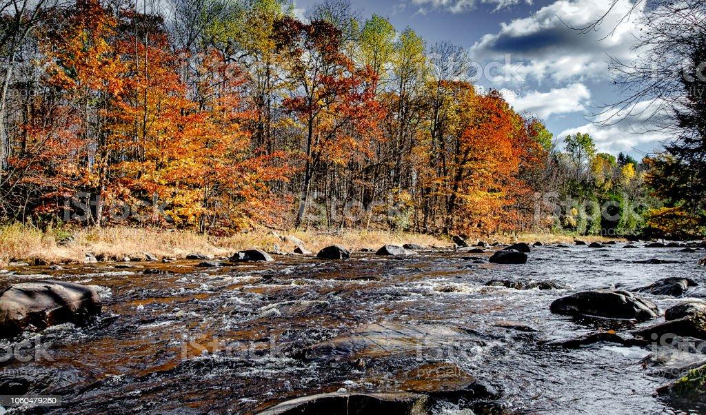 Rivière d'automne au Québec, Roxton Falls - Photo