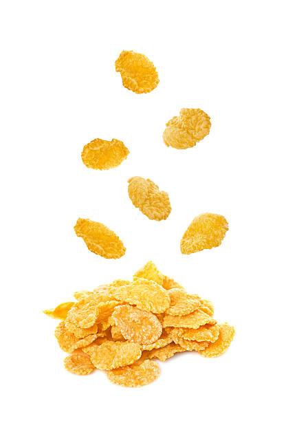corn flakes (copos de maíz caer aislado sobre fondo blanco - corn flakes fotografías e imágenes de stock