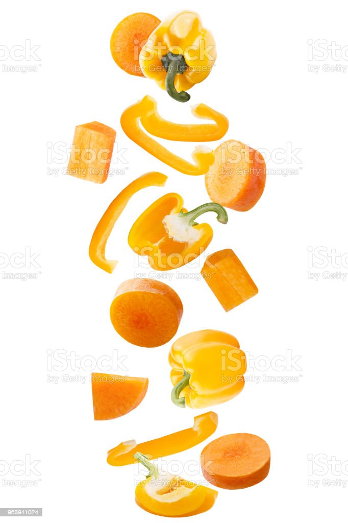 Falling fresh yellow sweet pepper and carrots isolated on white background with clipping path as package design element and advertising. - foto stock