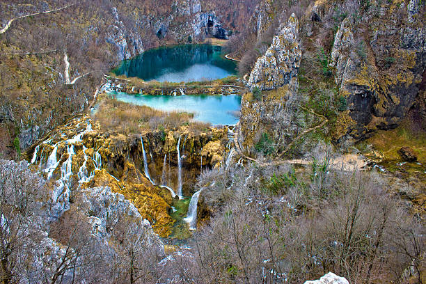 falling lakes of plitvice national park - plitvice lakes stockfoto's en -beelden