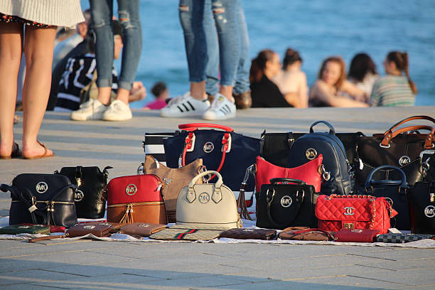 False items sold on the beach - foto de stock