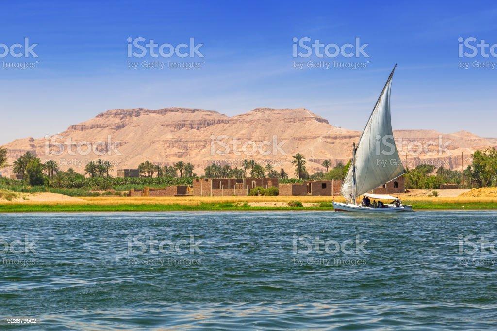 Falukas sailboat on the Nile river near Luxor – zdjęcie