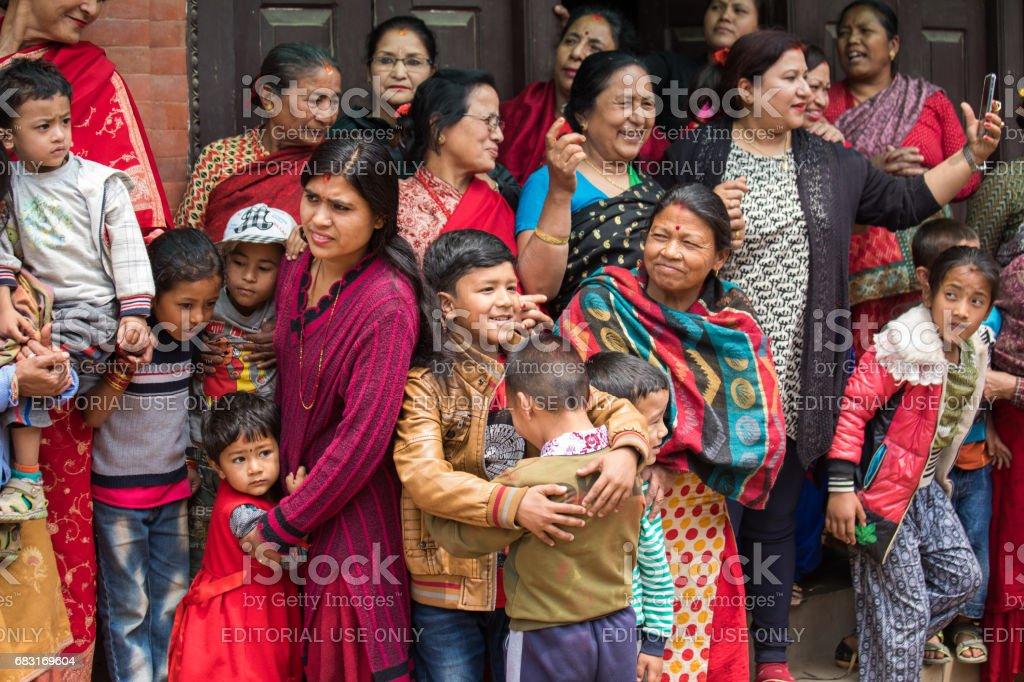 Familien, die gerade einer vorübergehende Zeremonie Prozession. – Foto