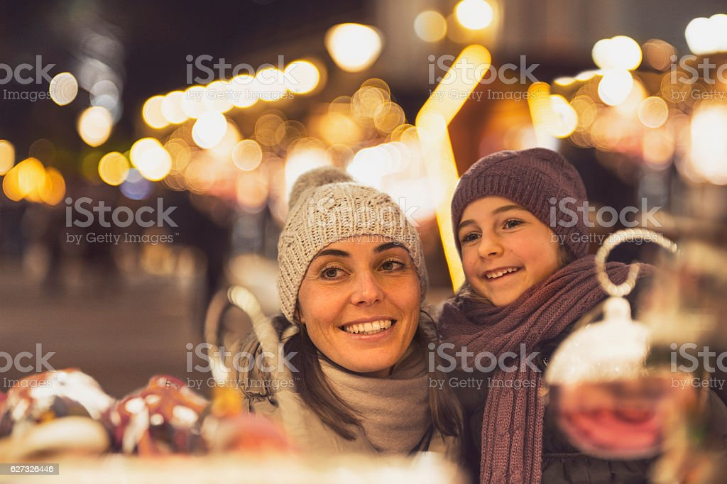 Familiy happiness with retro look Christmas market South Tyrol – Foto