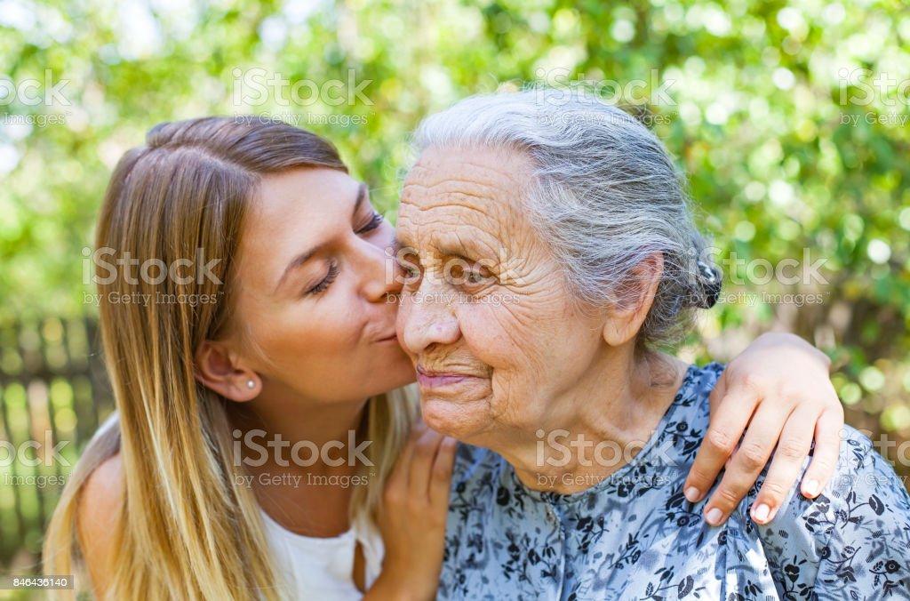 Familie-Zeit - küssen – Foto