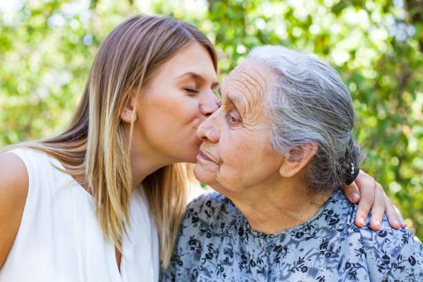 familiy time - kiss - kiss стоковые фото и изображения