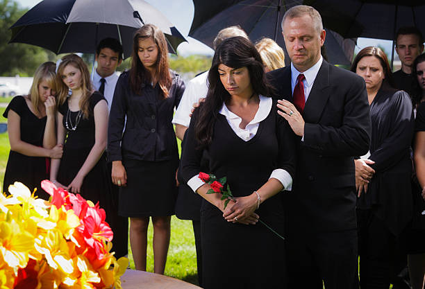 family at a funeral - funeral crying stockfoto's en -beelden
