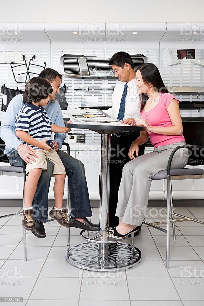 Family at car dealership 免版稅 stock photo