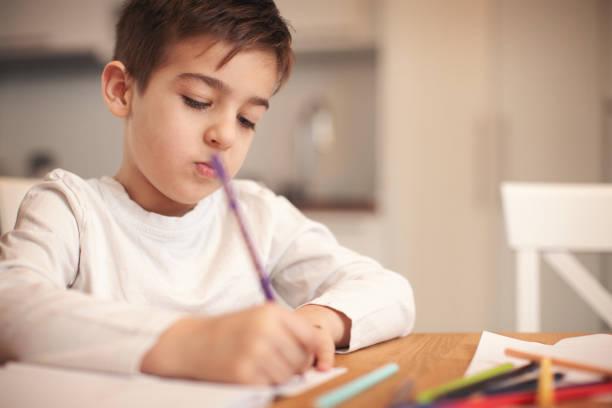 Familie zu Hause Hausaufgaben zusammen – Foto