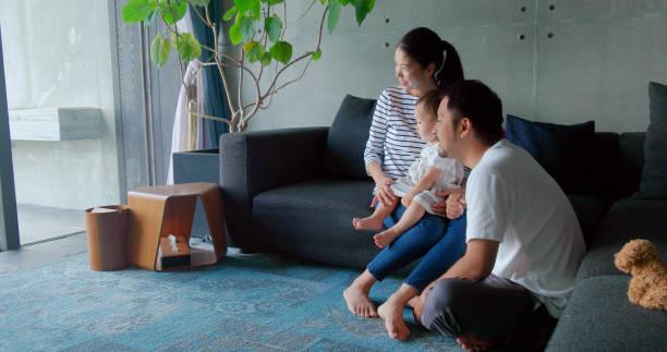 ご自宅のご家族  - 家族 日本人 ストックフォトと画像