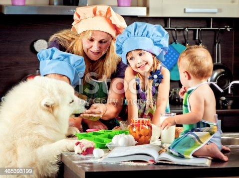 istock Family at kitchen 465393199