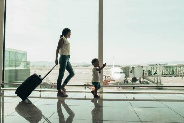 Familie am Flughafen – Foto