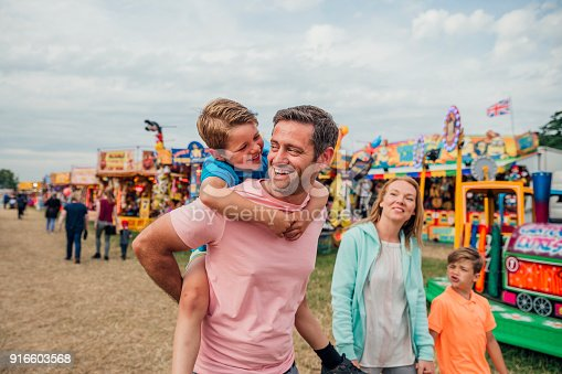 istock Family at the Fairground 916603568