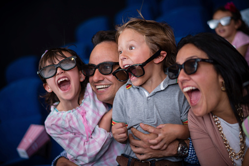 istock Family at the movie theatre 524090659