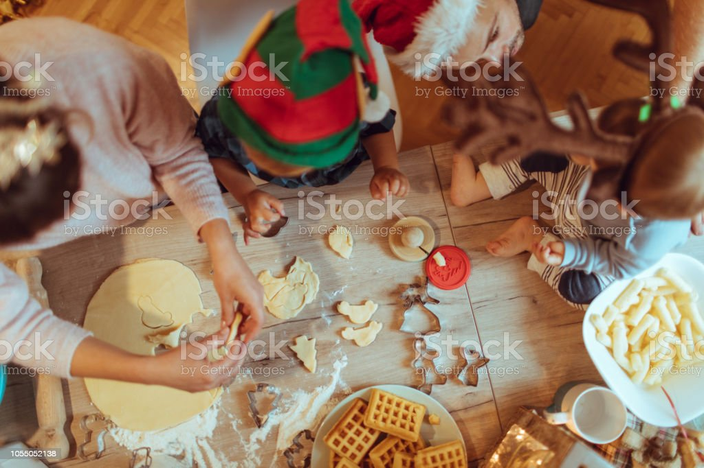 Familie Backen Weihnachtsplätzchen – Foto