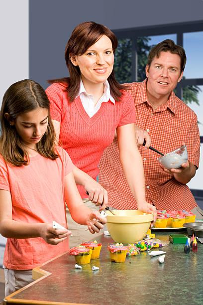 familie backen - 3 zutaten kuchen stock-fotos und bilder