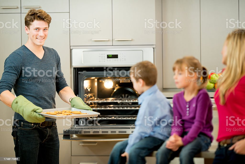 Family Baking - Royalty-free 30-39 Years Stock Photo