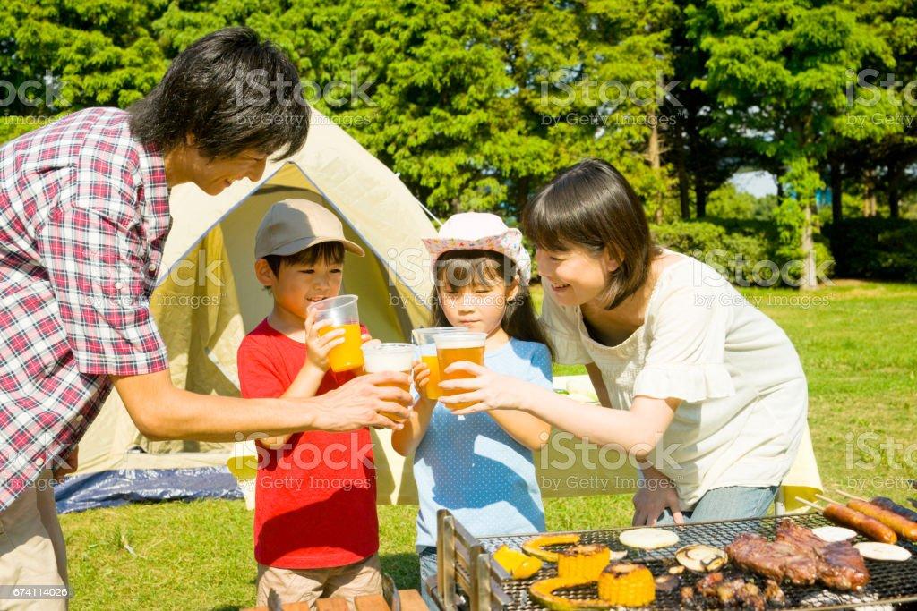 雖然你喝的家庭燒烤 免版稅 stock photo