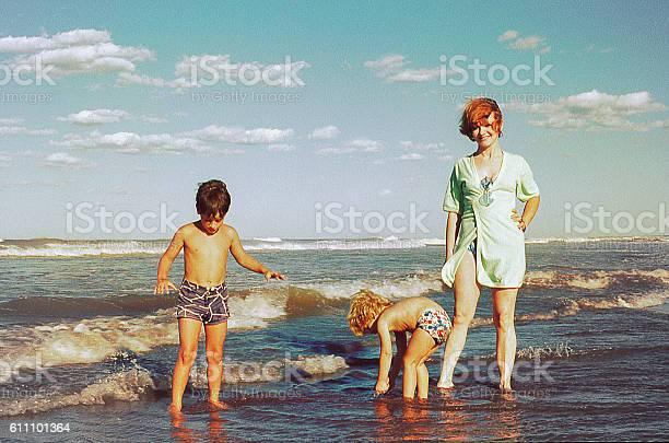 Family beach vacations picture id611101364?b=1&k=6&m=611101364&s=612x612&h=0yxmuxpevmdln4 1 2zmlooi1e7awcffhbi2 ozqb60=