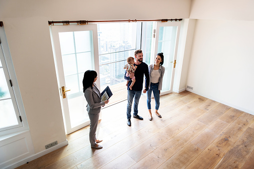 istock Family buying new house 923614588