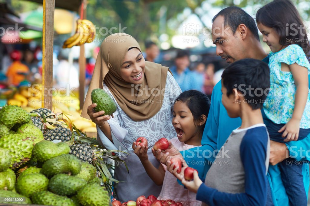 Family buying soursop and water apples in market - Royalty-free 10-11 Years Stock Photo