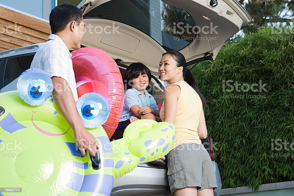 Family by car 免版稅 stock photo